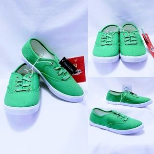 Faded Glory Green lace up sneakers Kids size 2🤸🏾